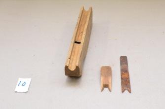 10. Profilhøvel. L:306 H: 70 B: 41. Vinkel i seng 41 grader. Merk: ANO 1890, AJS. Stål: smidd og laminert. Slipevinkel 35 grader. 0,7kg.