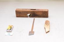 16. Skråstillt semshøvel. (22,5 grader) Lengde 28cm H: 71 B: 31. Material: Fruktre. Slipevinkel: 34 grader.