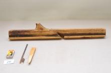 24. Fletthøvel (22mm) L: 680 H: 72: B: 28 Vinkel i seng: 48 grader. Material: Bjørk. Stål: K & M 22mm Slipevinkel. 32 grader.