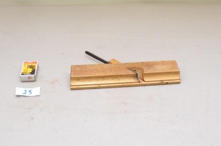 25. Profilhøvel. L:260 H:62 B:27 Vinkel i seng: 47 grader. Material: Bjørk.