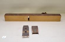 2. Langhøvel L: 730 H:64 B:84 Vinkel seng: 45 grad. Mat: Bjørk Stål: Atkinson Brother cast steel. Slipevinkel: 25. Vekt: 3,1 kg